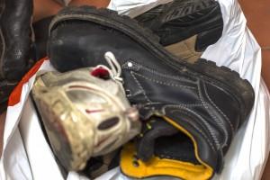 Chaussures jetés à la poubelle