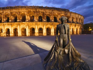 shaun-egan-france-provence-nimes-roman-ampitheatre-toreador-statue-at-dusk