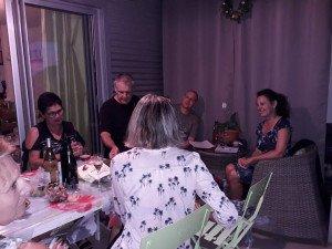 Au fond, Arnaud et Hélène, puis Bertrand et Patricia. De dos, Françoise et un bout de Marie-Hèlène